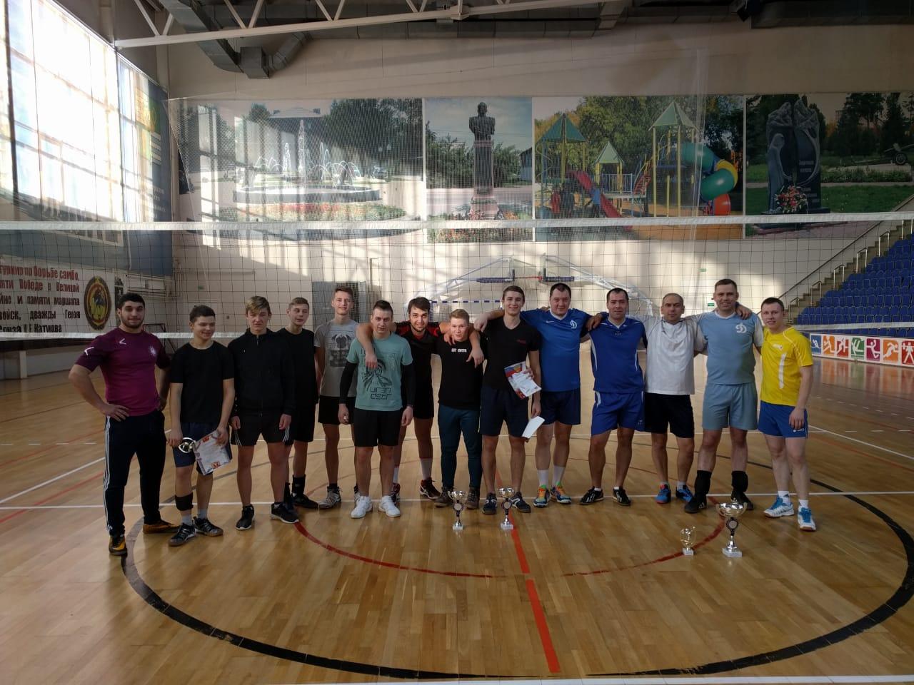 6 января состоялся Рождественский турнир по волейболу среди мужских команд.