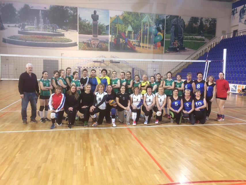 8 января состоялся Рождественский турнир по волейболу среди женских команд.