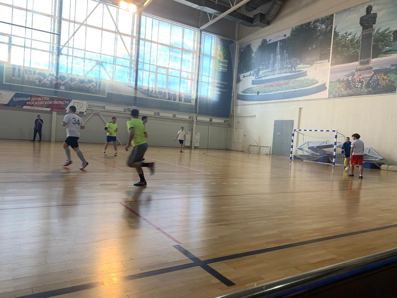 24 февраля в универсальном зале МУ «СЦ им. А.Гринина» прошли игры 10 тура «Первой лиги» Первенства городского округа Озеры по мини-футболу.