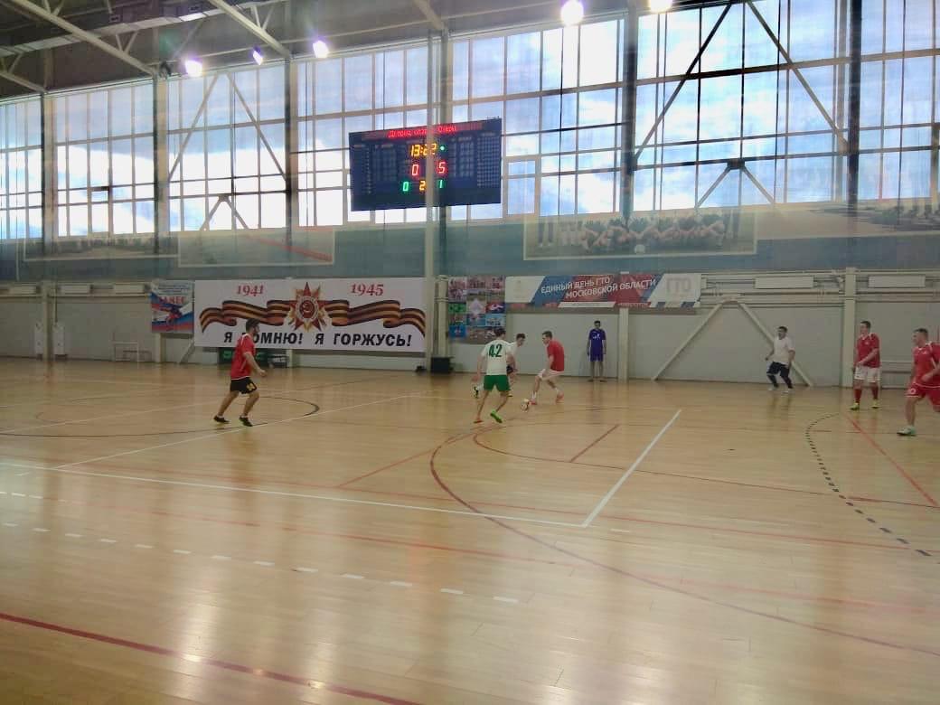 14 марта в универсальном зале МУ «СЦ им. А.Гринина» прошли игры 14 тура «Премьер лиги» Первенства городского округа Озеры по мини-футболу.