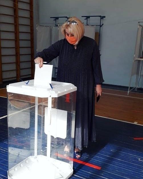 Глава городского округа Озёры Алла Черкасова приняла участие в голосовании по поправкам в Конституции