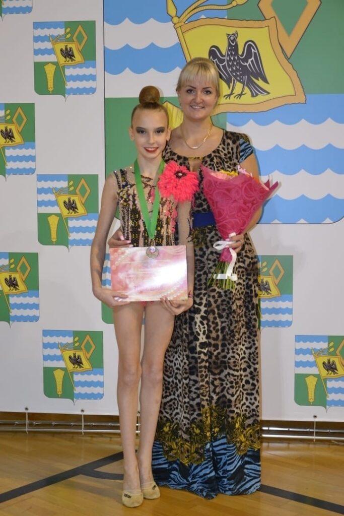 Поздравляем Алису Александрову с присвоением первого взрослого разряда по художественной гимнастике ( Пр. 25Р от 27.07.2020г)