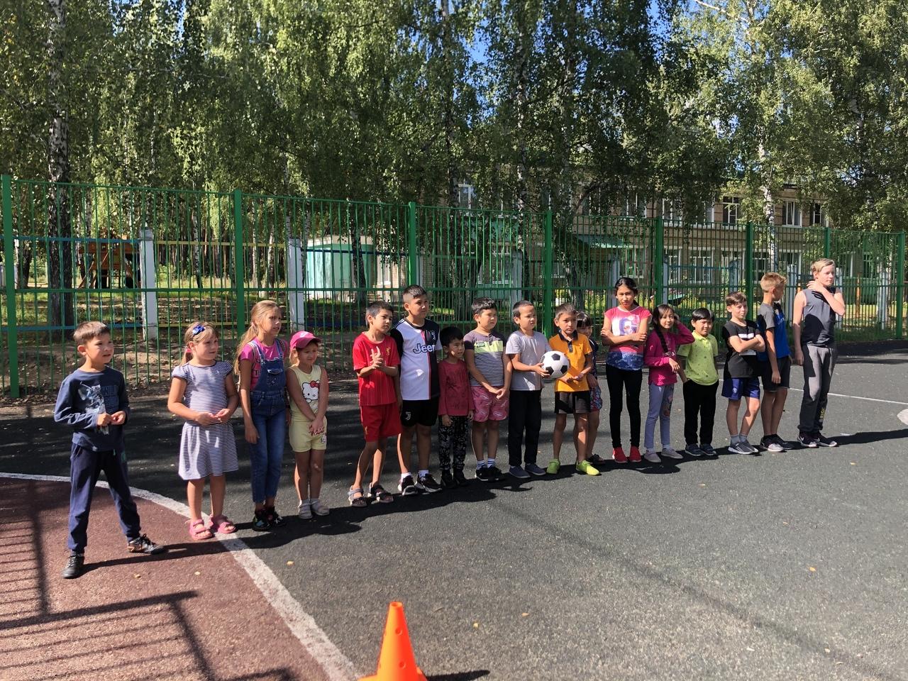21 августа на многофункциональной спортивной площадке кв. Текстильщики прошло спортивно-массовое мероприятие «Весёлые старты» для детей.