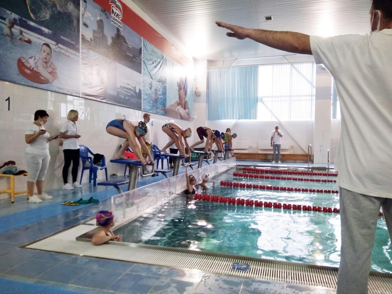 31 октября на базе МУ «СЦ им. А.Гринина» прошёл Открытый турнир по плаванию, посвященный Дню Народного Единства.