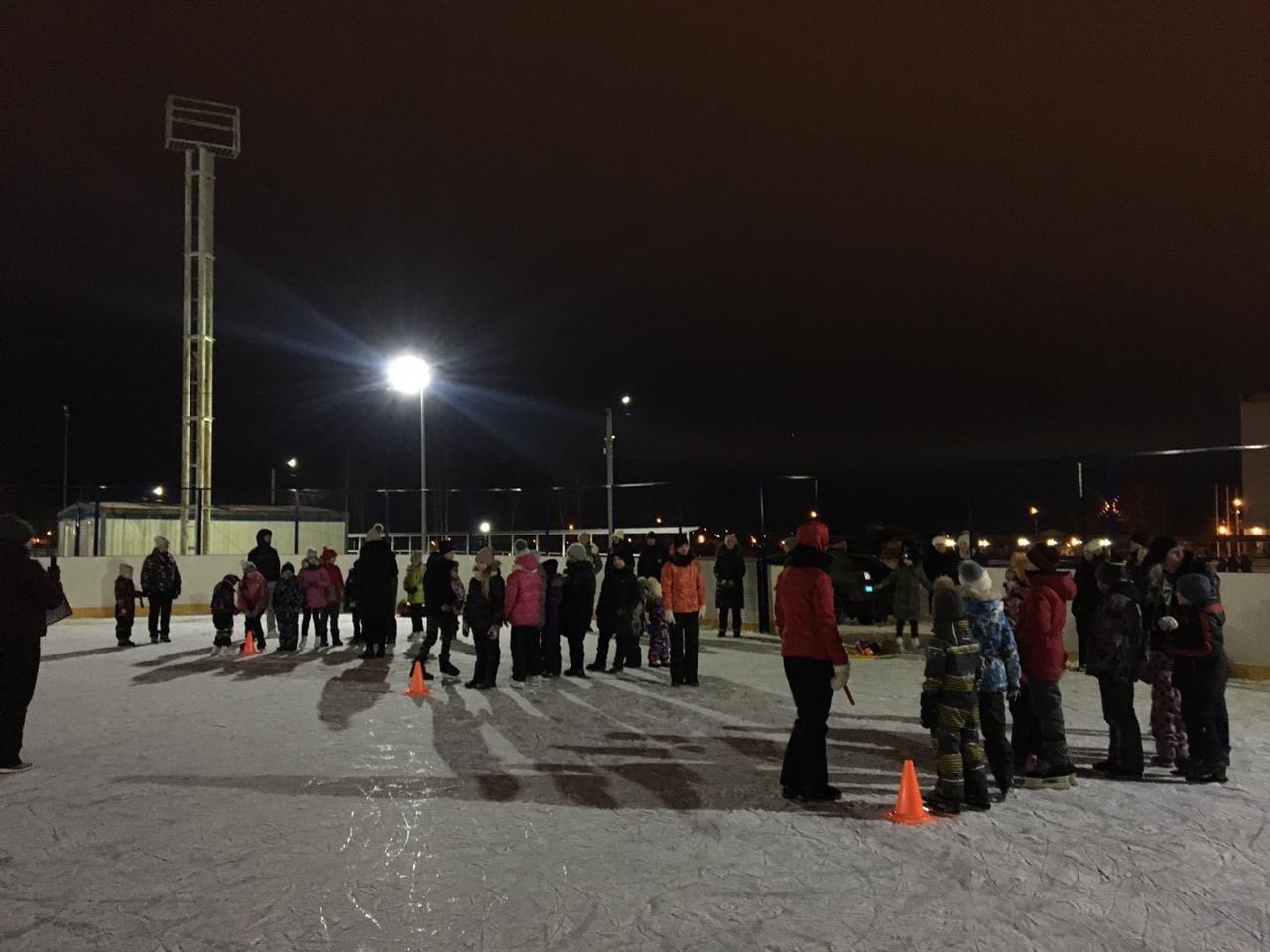 05 января на хоккейной коробке Стадиона им. А.Гринина состоялось спортивно — массовое мероприятие для детей.