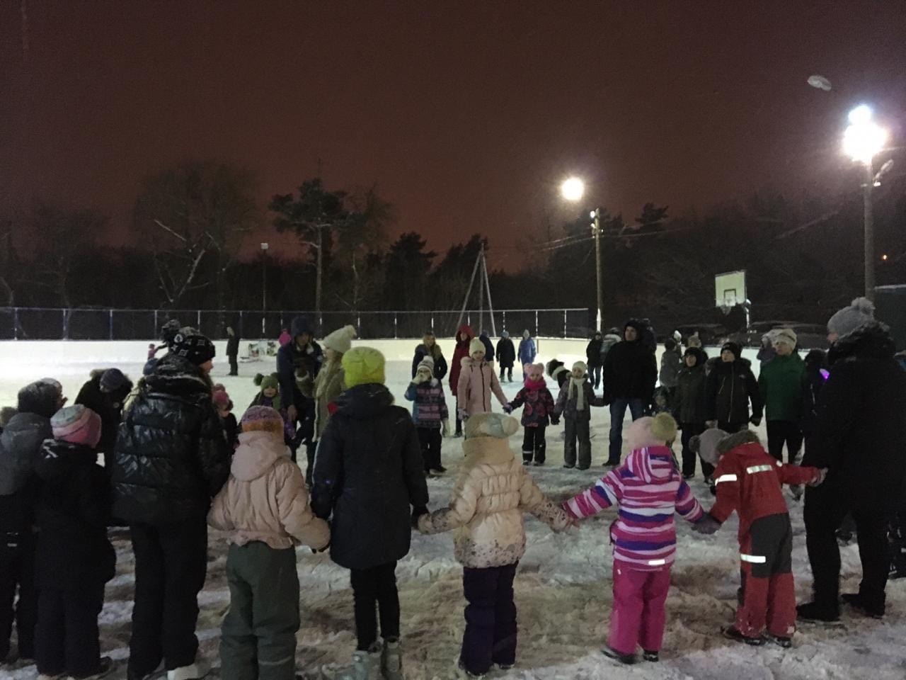 09 января на хоккейной коробке ПЦУ с/х Озеры состоялось спортивно — массовое мероприятие для детей.