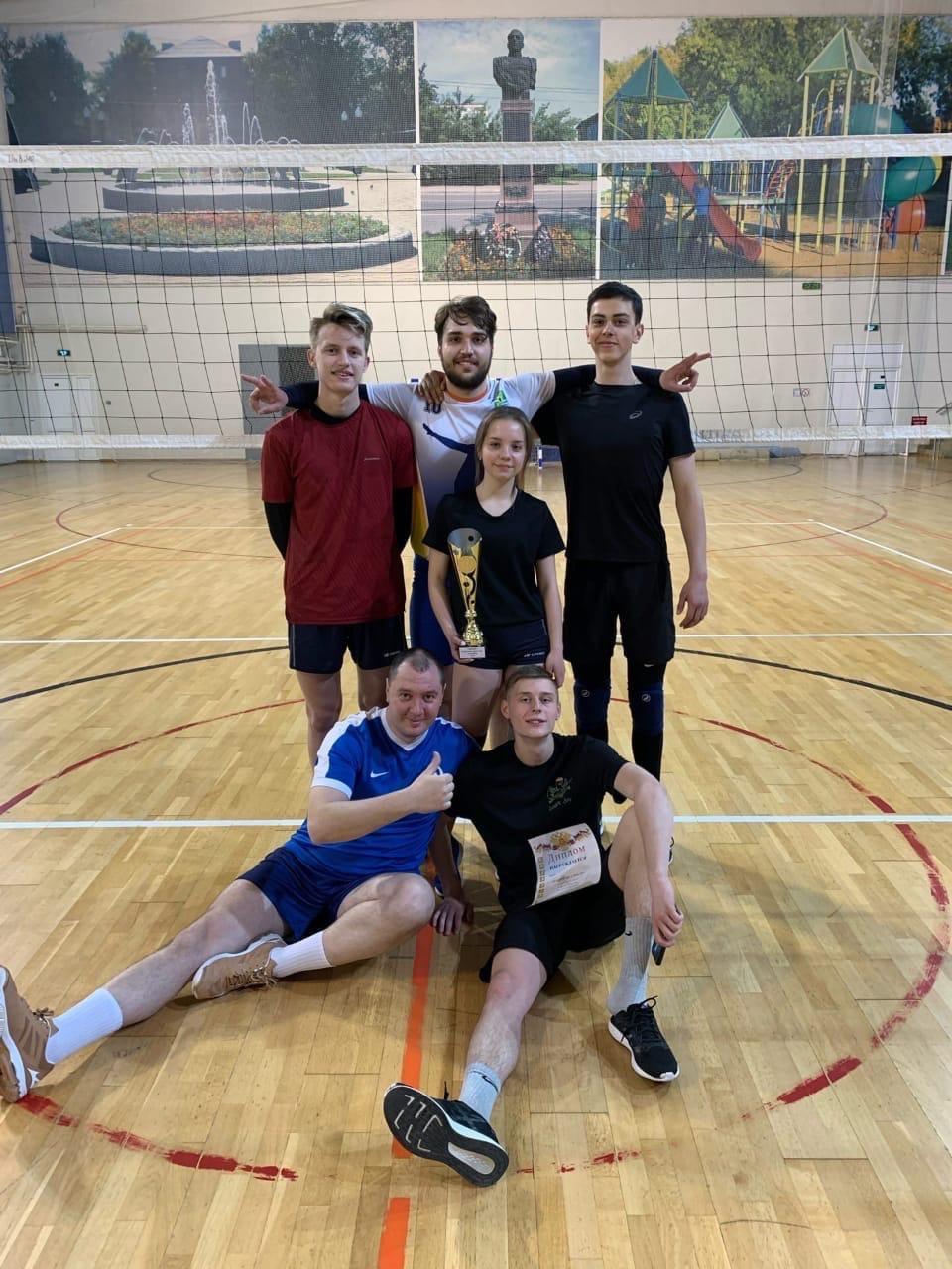 02 мая в универсальном зале МУ «СЦ им. А.Гринина» состоялись финальные игры Первенства г. Озеры по волейболу.