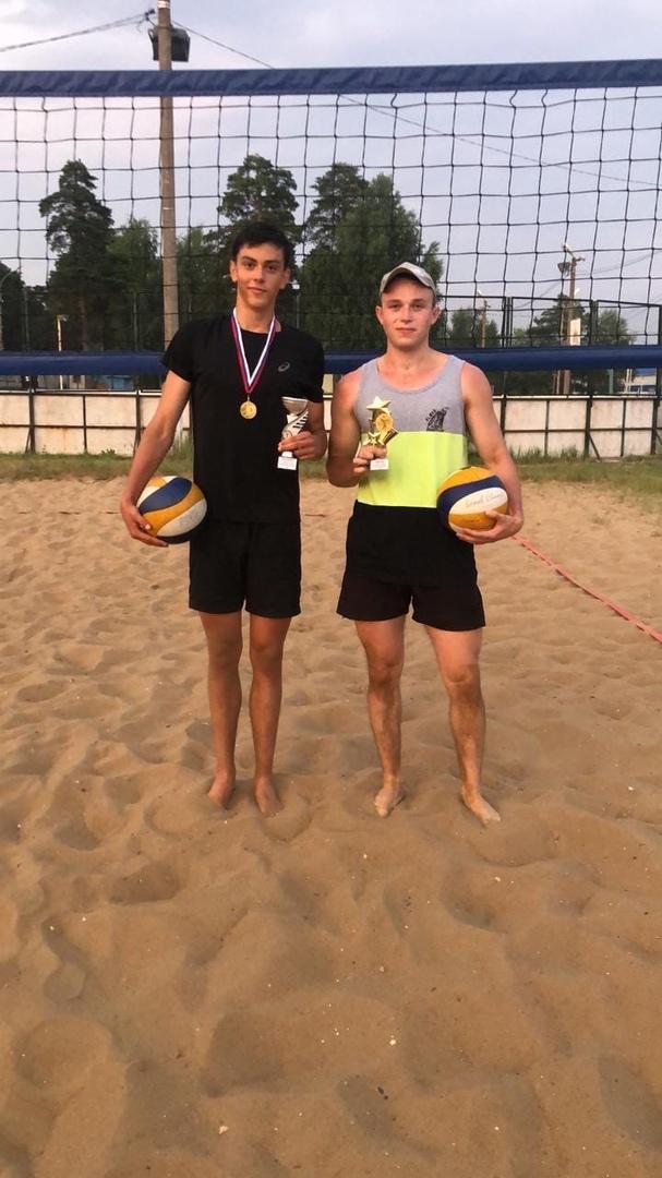 10 июля на волейбольной площадке стадиона им. А. Гринина прошёл Кубок города Озёры по пляжному волейболу среди мужских команд.